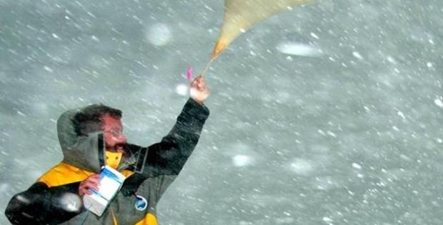 lâcher un ballon dans le blizzard